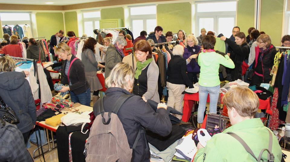 Kleiderflohmarkt in Mustin
